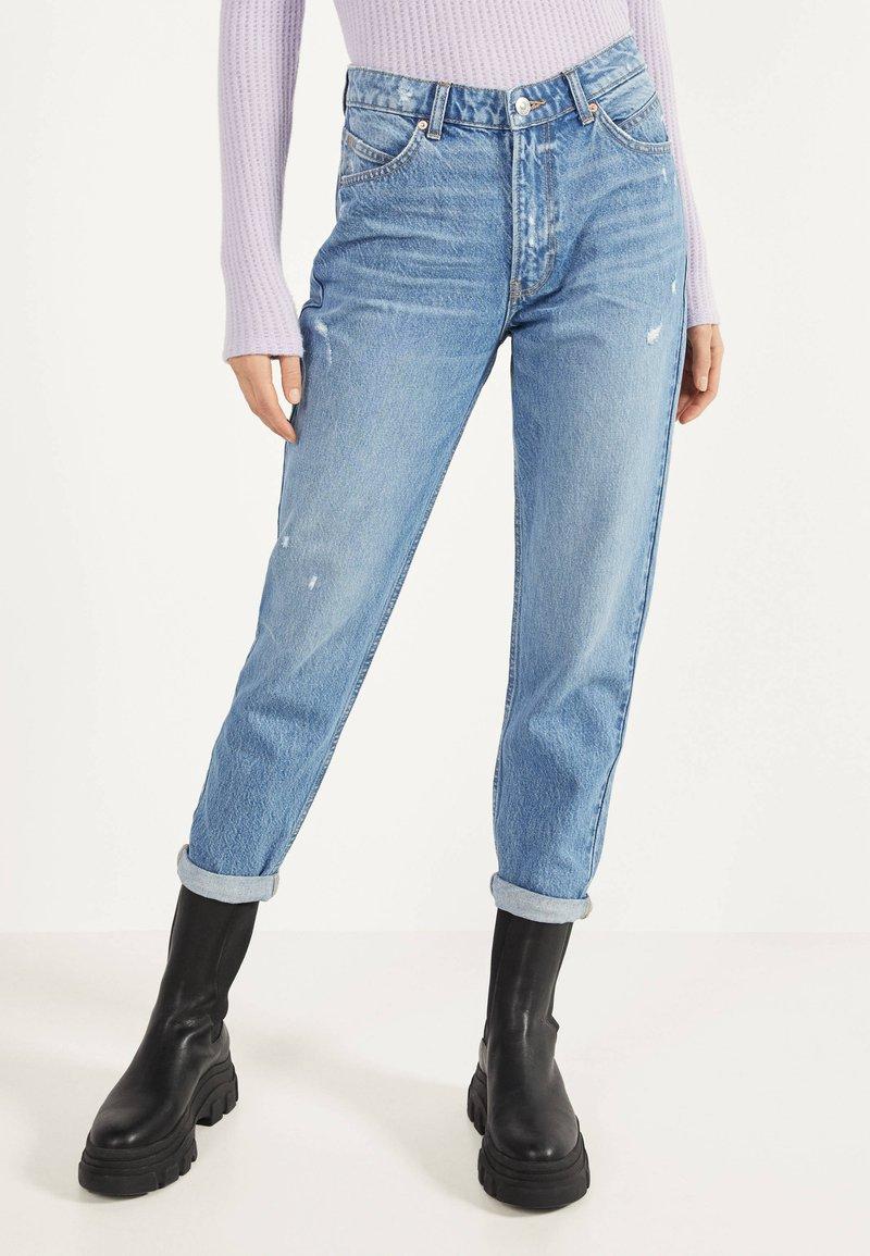 Bershka - MOM - Straight leg jeans - light blue