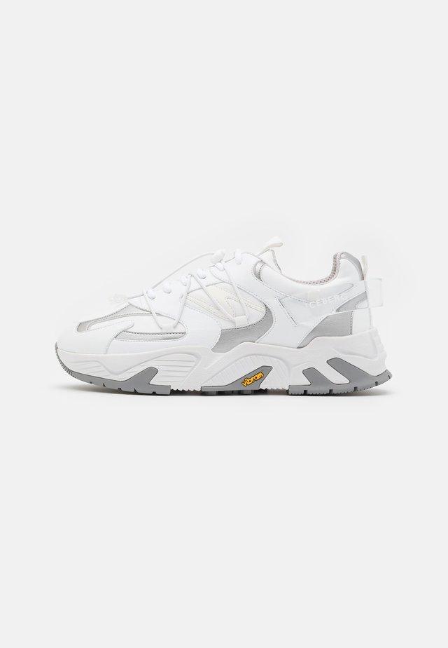 KAKKOI - Sneakers laag - clean silver