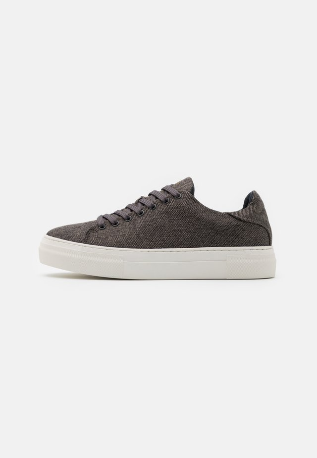 SLHDAVID CHUNKY TRAINER - Sneakers laag - grey