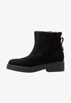 GRETA  BOOT - Kotníkové boty na platformě - onyx
