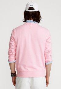 Polo Ralph Lauren - FLEECE CREWNECK SWEATSHIRT - Sweatshirt - carmel pink - 2