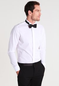 Seidensticker - SLIM FIT GERORGE SMOKING HEMD - Camicia elegante - white - 0