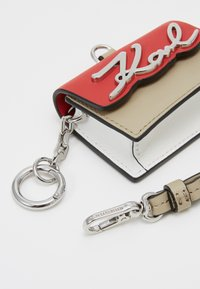 KARL LAGERFELD - SIGNATURE BAG KEYCHAIN - Porte-clefs - red - 3