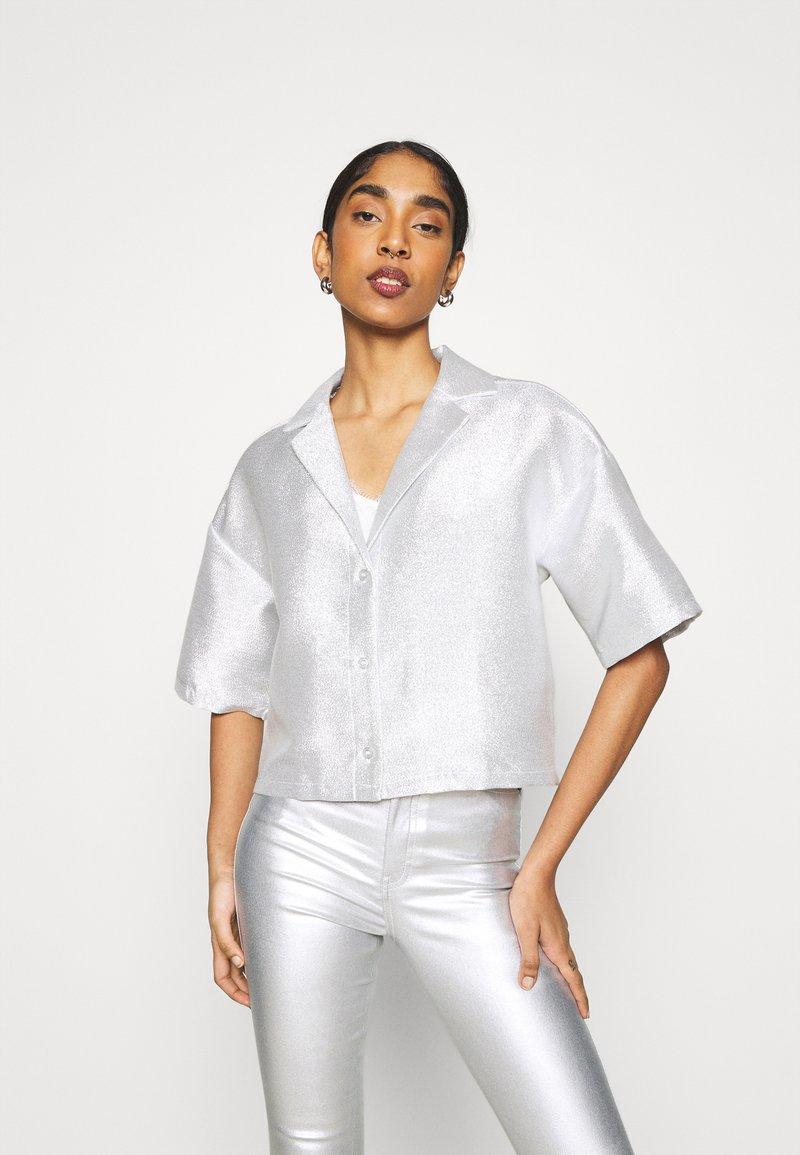 Monki - FANNY BLOUSE - Button-down blouse - silver
