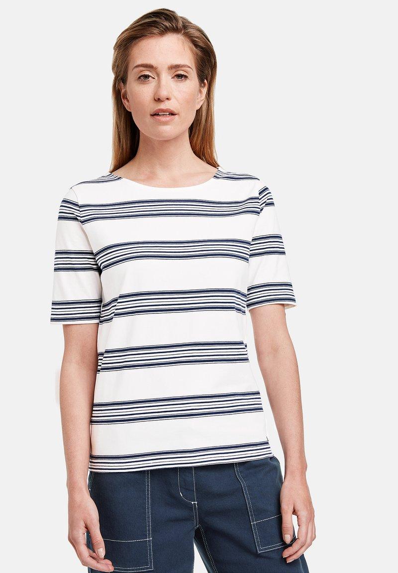 Gerry Weber - Print T-shirt - ecru/weiss/blau ringel