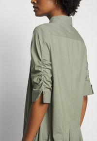 Steffen Schraut - LIZA SUMMER DRESS - Shirt dress - jungle - 6