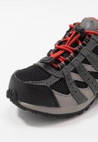 Columbia - CHILDRENS REDMOND WATERPROOF - Hiking shoes - black/flame - 2