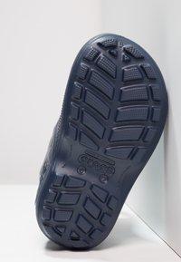 Crocs - HANDLE IT RAIN BOOT KIDS - Wellies - navy - 4