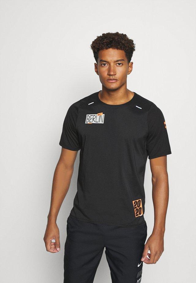 RISE - T-shirt imprimé - black