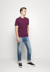 Farah - DENNIS SOLID TEE - Print T-shirt - purple marl - 1