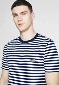 Calvin Klein - STRIPE CHEST LOGO  - Print T-shirt - blue - 4