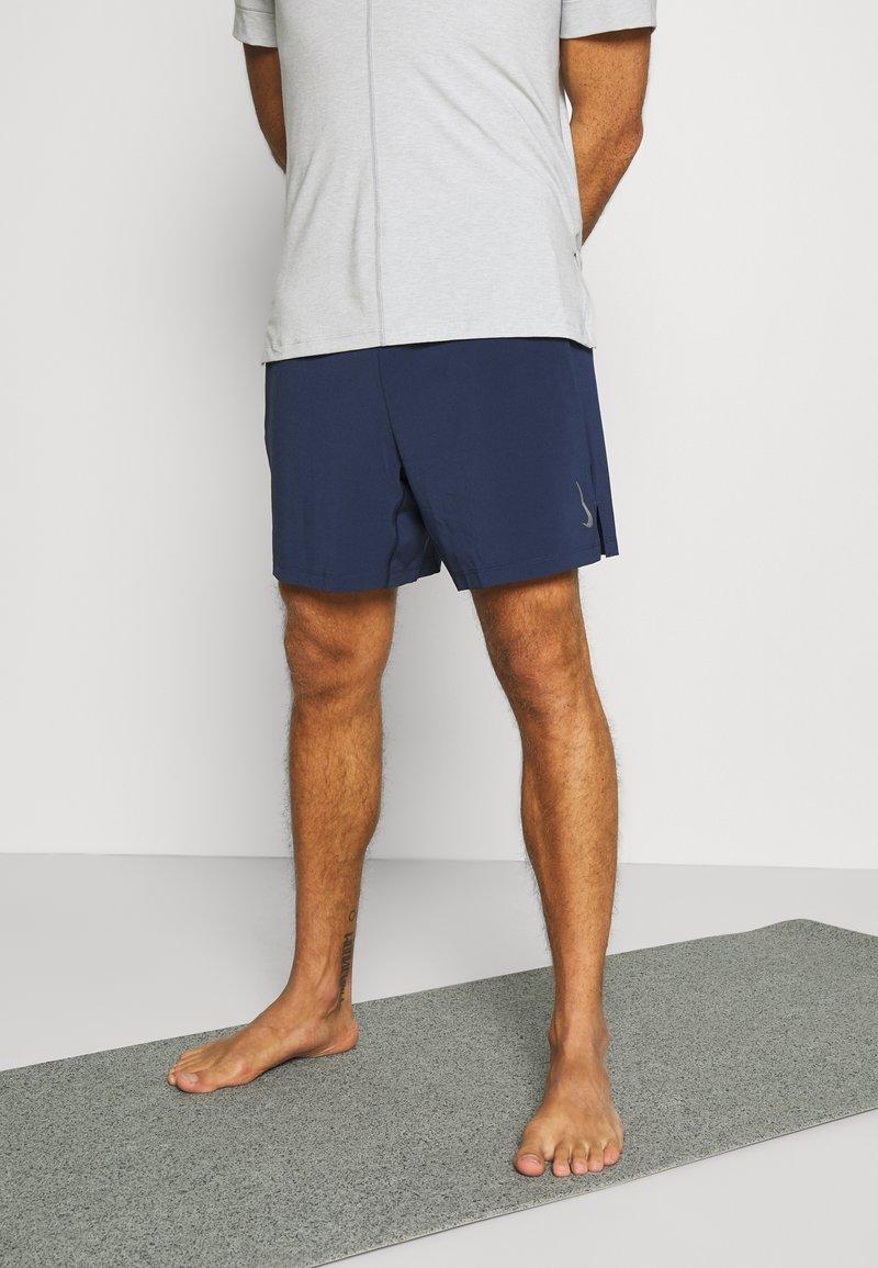 Nike Performance - ACTIVE YOGA - Träningsshorts - midnight navy/gray