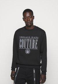 Versace Jeans Couture - MAN LIGHT - Sweatshirt - nero - 0