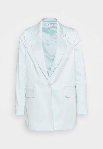 Krátký kabát - icy mint