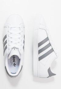adidas Originals - COAST STAR - Sneakersy niskie - footwear white/grey three - 1
