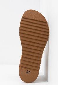 Felmini - KAREN - Platform sandals - cognac - 6