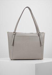 MICHAEL Michael Kors - VOYAGER TOTE - Handbag - pearl grey - 2