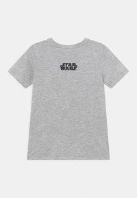 Jack & Jones Junior - JCOGALAXY TEE CREW NECK JR STAR WARS - Print T-shirt - light grey melange - 1