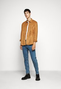 Han Kjøbenhavn - BOXY  - Shirt - brown suede - 1