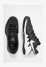 NIKECOURT AIR ZOOM VAPOR X - Multicourt tennis shoes - black/white/pink foam