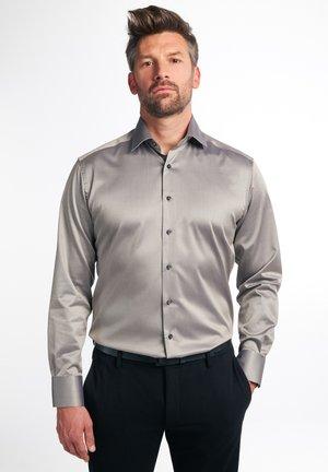 MODERN FIT - Skjorte - taupe