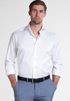 MODERN FIT - Chemise classique - white