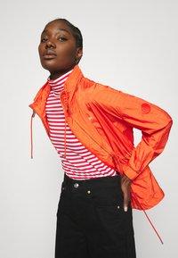 Calvin Klein - PACKABLE JACKET - Summer jacket - fiesta - 3