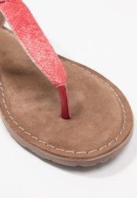 Lazamani - Sandály s odděleným palcem - coral - 2