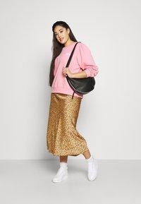 Lee Plus - GRAPHIC - Bluza - la pink - 1