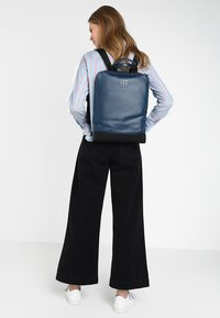 Moleskine - CLASSIC DEVICE BAG VERT - Rucksack - sapphire blue - 6