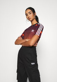 adidas Originals - GRAPHICS SLIM SHORT SLEEVE TEE - Camiseta estampada - multicolor - 3