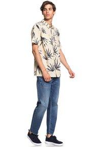 Quiksilver - DELI PALM - Shirt - parchment deli palm - 1