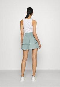 ONLY - ONLNOVA LUX SMOCK  - Plisovaná sukně - chinois green - 2