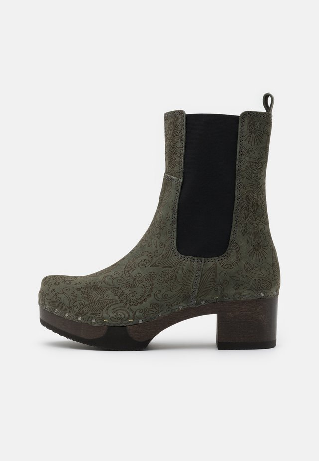 Kotníkové boty na platformě - green