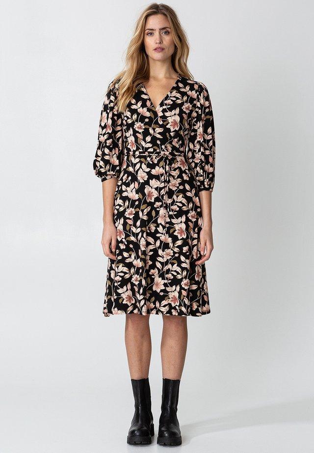 SENJA  - Vapaa-ajan mekko - black