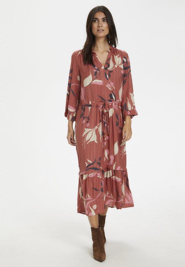 Korte jurk - redwood.