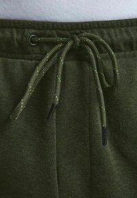 Jack & Jones - AIR CARGO - Shorts - deep lichen green - 5