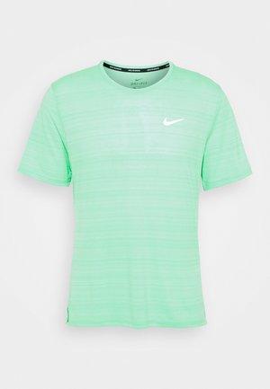 MILER  - Camiseta básica - green glow/reflective silver