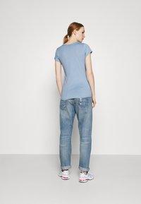 G-Star - EYBEN SLIM V T WMN S\S - T-shirts - delta blue - 2
