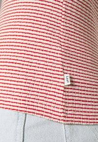 Lee - GRAPHIC TEE - Printtipaita - aurora red - 5