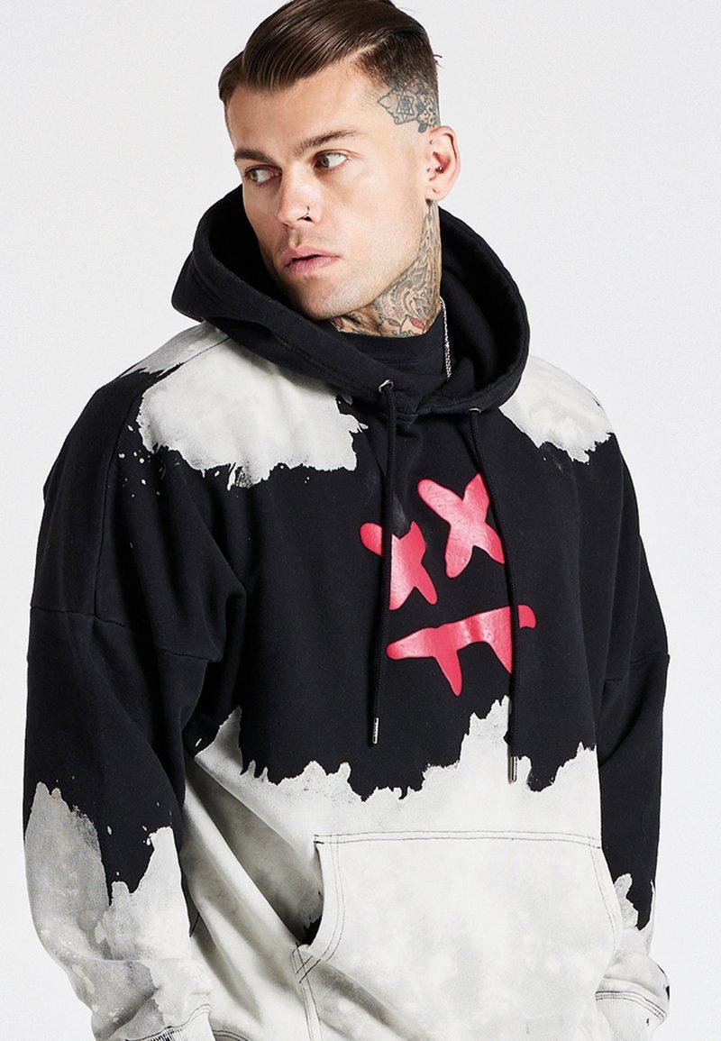 SIKSILK - OVERSIZED BLEACH WASH AOKI HOODIE - Sweatshirt - black/white