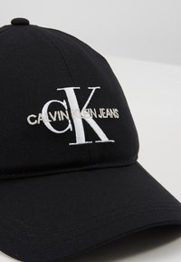 Calvin Klein Jeans - MONOGRAM - Pet - black - 5