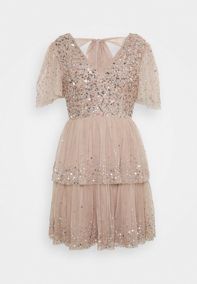 EMBELLISHED TIERED MINI DRESS WITH TIE BACK - Cocktailkjoler / festkjoler - taupe blush