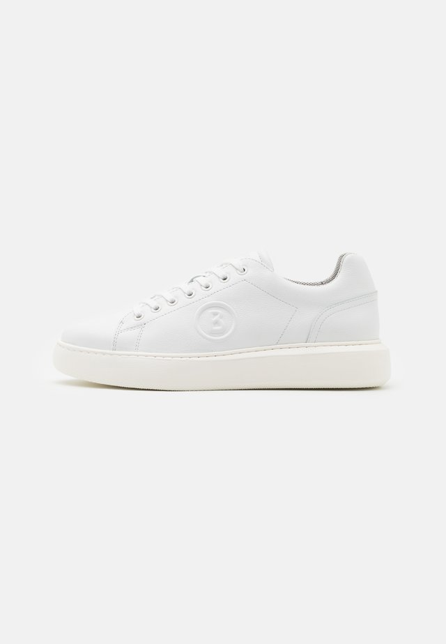 NEW BERLIN  - Trainers - white