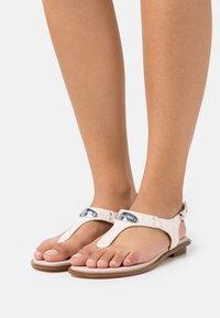 MICHAEL Michael Kors - PLATE THONG - Sandály s odděleným palcem - soft pink - 0