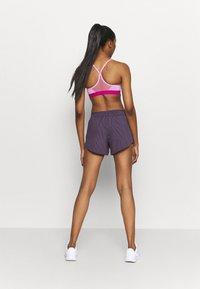 Nike Performance - Korte broeken - dark raisin/bright mango - 2