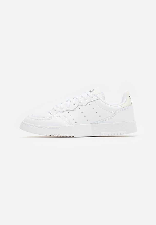 SUPER COURT SPORTS INSPIRED SHOES - Baskets basses - footwear white/offwhite/clear black