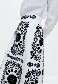 Uterqüe - MIT STICKEREI  - A-line skirt - white, black - 5