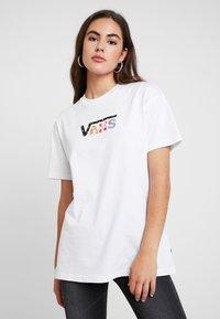 Vans - EMEA TEE - Print T-shirt - white - 0