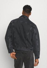 Levi's® - WORK TRUCKER - Kurtka jeansowa - blacks - 2